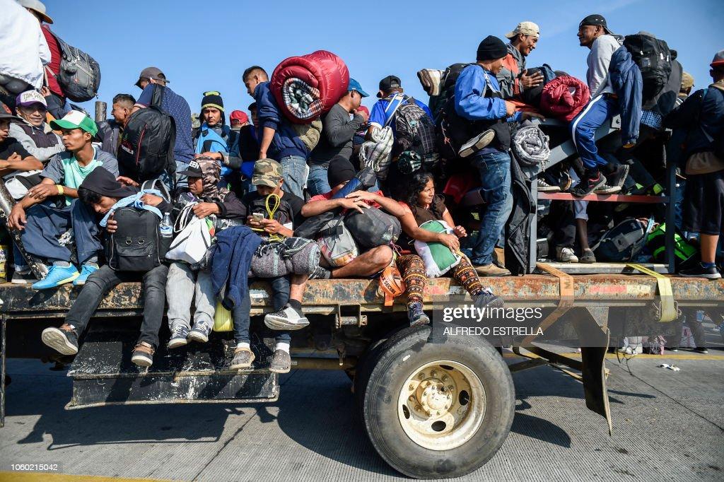 TOPSHOT-MEXICO-HONDURAS-US-MIGRATION : News Photo