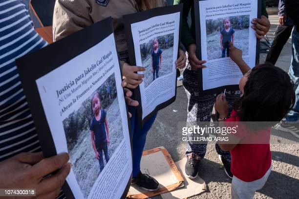 TOPSHOT Central American migrants traveling in a caravan hold a demonstration following the death of 7year old Jakelin Amei Rosmery Caal who died in...