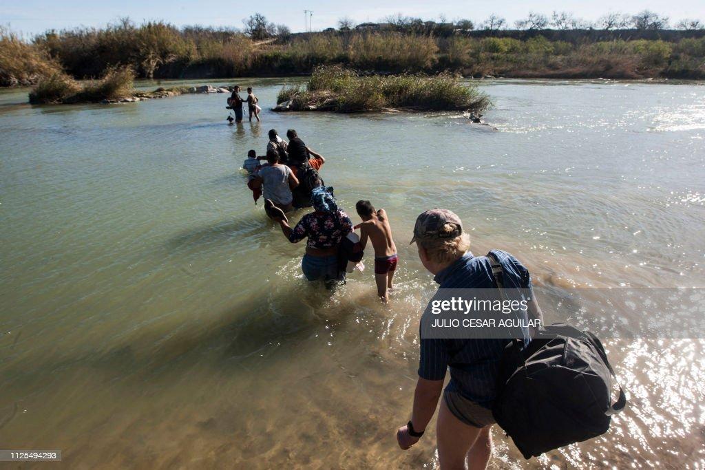 TOPSHOT-MEXICO-US-MIGRATION-BORDER : News Photo