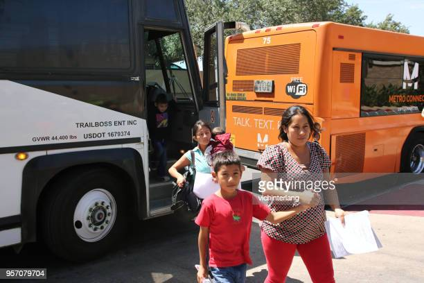 central american refugees, south texas - human trafficking pictures stock pictures, royalty-free photos & images