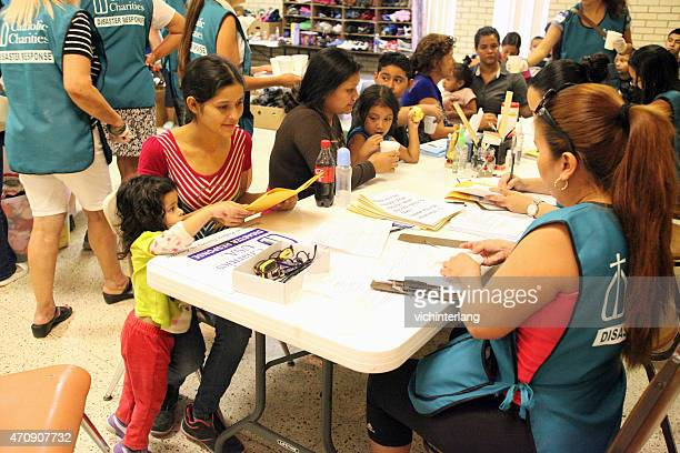 central american refugees, south texas, summer 2014 - migrant children stock photos and pictures