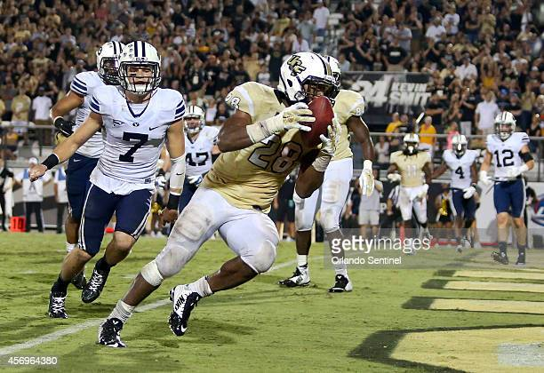 Central Florida running back William Stanback scores the gamewinning touchdown with a 4yard pass rectption in overtime against BYU at Bright House...