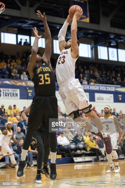 Central Michigan Chippewas F DaRohn Scott goes up for a slam against Kent State Golden Flashes F Jimmy Hall during the first half of the men's...