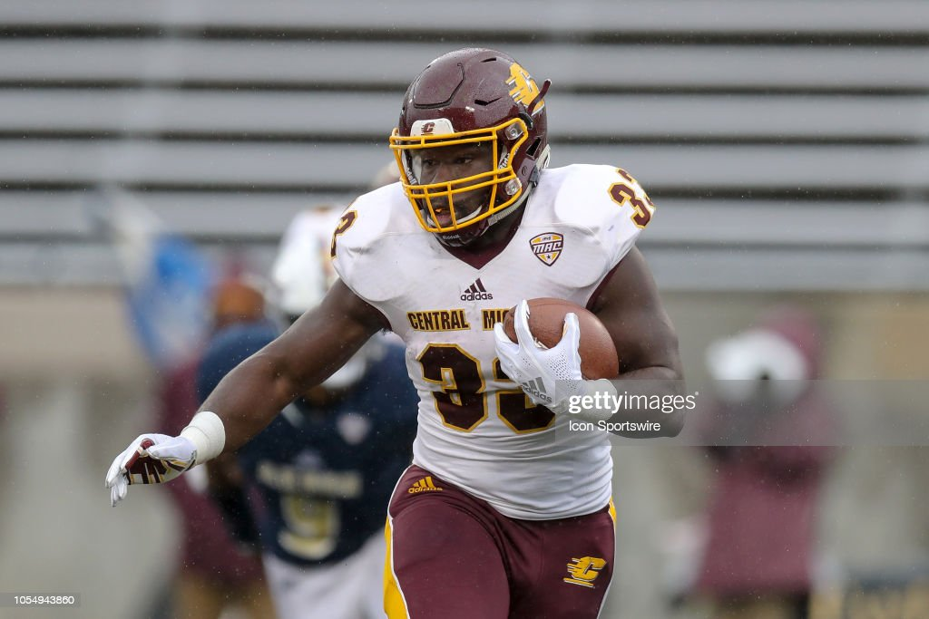 COLLEGE FOOTBALL: OCT 27 Central Michigan at Akron : News Photo