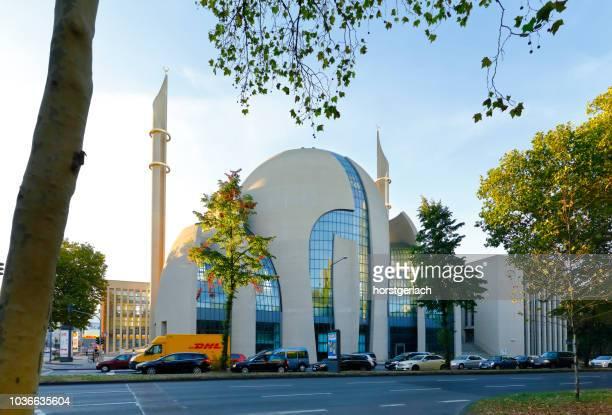 zentralmoschee in köln, deutschland - moschee stock-fotos und bilder