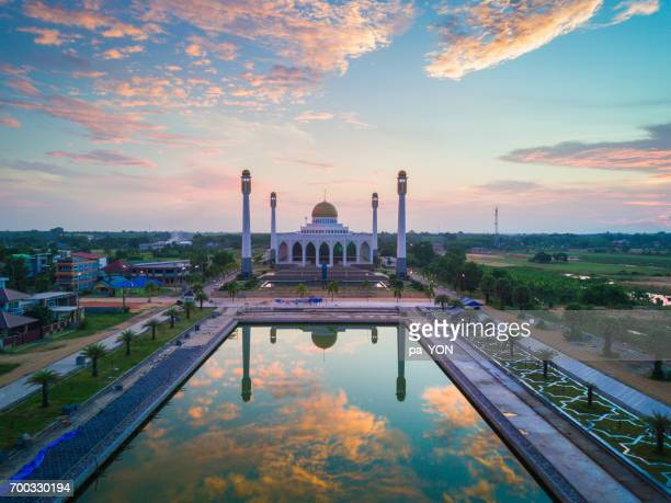 central mosque muslim praying - hat yai foto e immagini stock