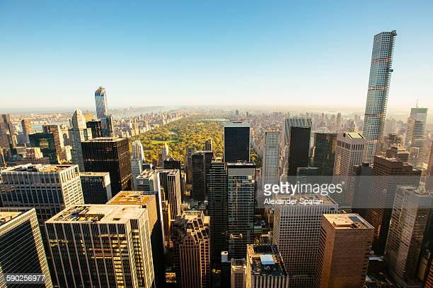 central park and surrounding skyscrapers, new york - アッパーイーストサイドマンハッタン ストックフォトと画像