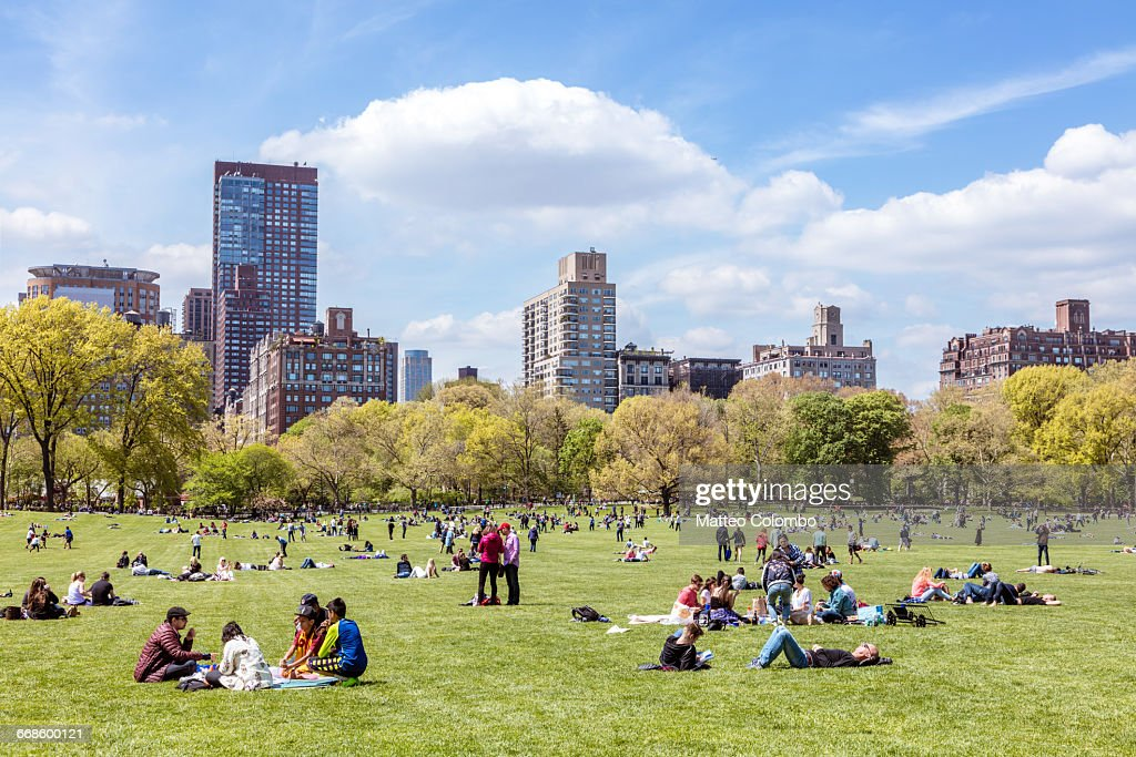 Central Park in spring with people, New York, USA : Foto de stock
