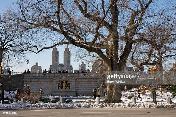 central park in winter, near entrance to the reservoir, looking west towards the san remo towers of central park west, new york, ny, usa - central park reservoir stock pictures, royalty-free photos & images
