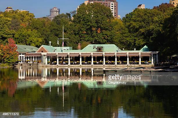 Central Park, See, Bootshaus Restaraunt und Pflanzen Farben, New York.