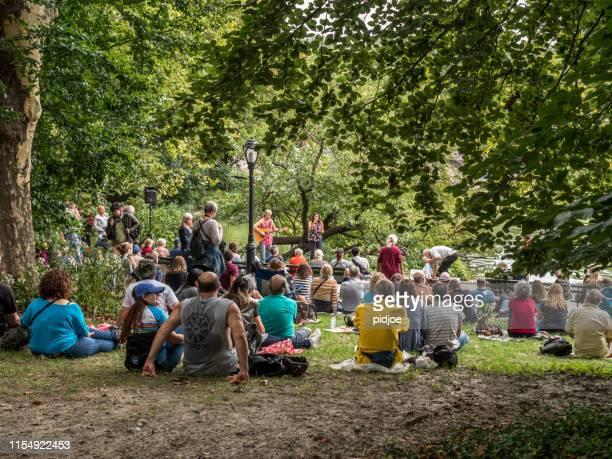 musique de central park new york - spectacles photos et images de collection