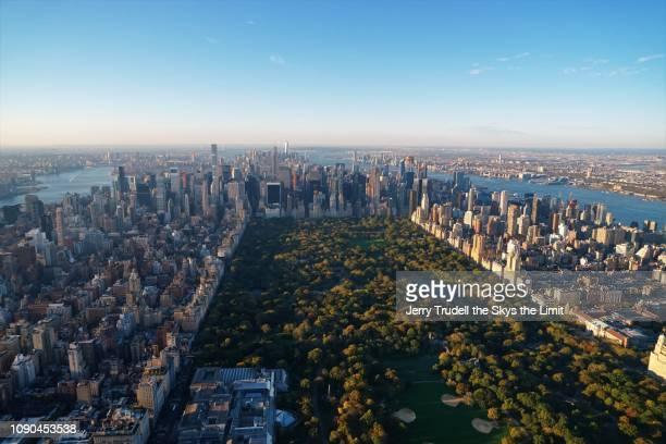 central park new york city - met art gallery ストックフォトと画像