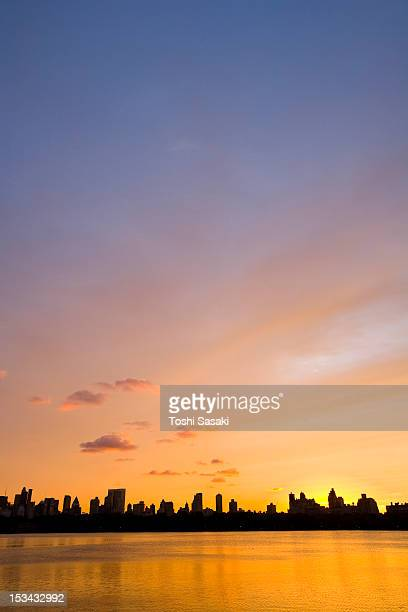 central park reservoir glowing at sunset - central park reservoir stock pictures, royalty-free photos & images