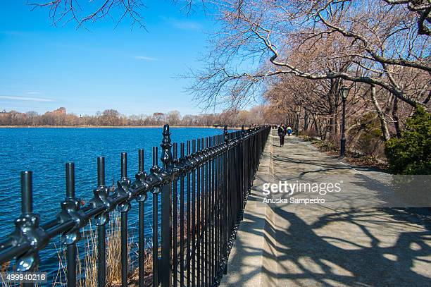 central park reservoir - central park reservoir stock pictures, royalty-free photos & images