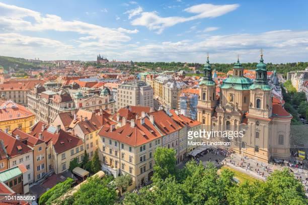 プラハの中心部 - プラハ 旧市街広場 ストックフォトと画像