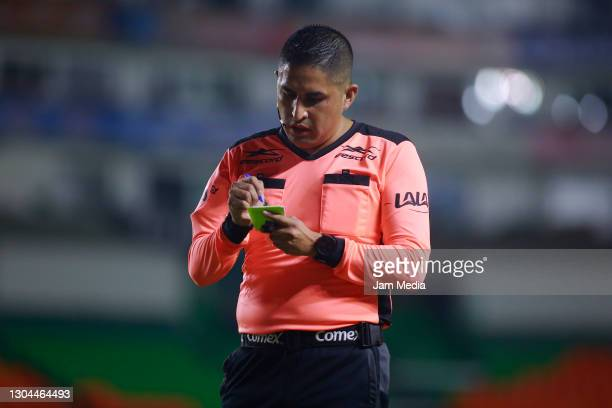 Central referee Oscar Mejia Garcia during the 8th round match between Leon and Cruz Azul as part of the Torneo Guard1anes 2021 Liga MX at Leon...