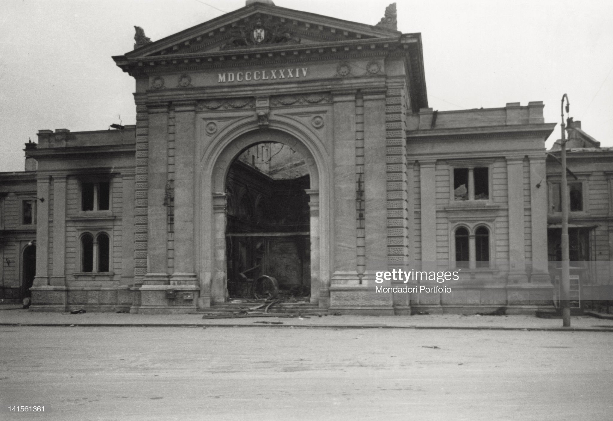 Beograd - Page 7 Central-station-frontal-view-demolished-by-bombing-of-the-german-in-picture-id141561361?s=2048x2048