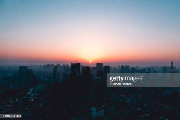 central tokyo at dawn - 朝日 ストックフォトと画像