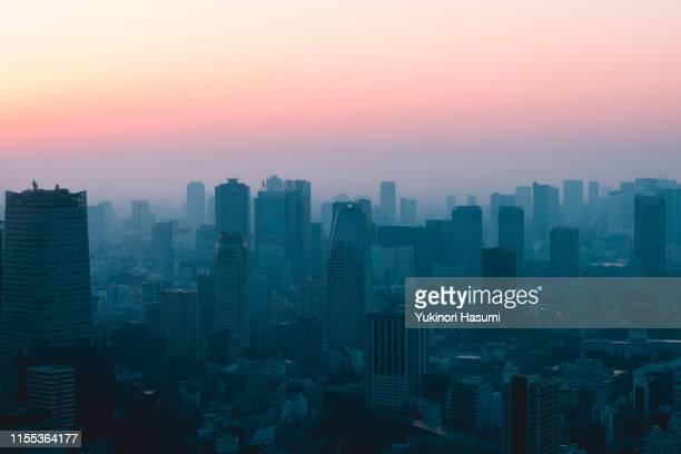central tokyo at dawn - 夜明け ストックフォトと画像