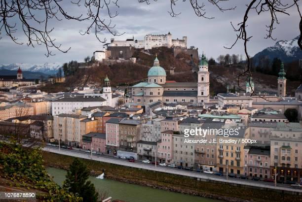 centre historique de la ville de salzbourg // historic centre of - historique stock pictures, royalty-free photos & images