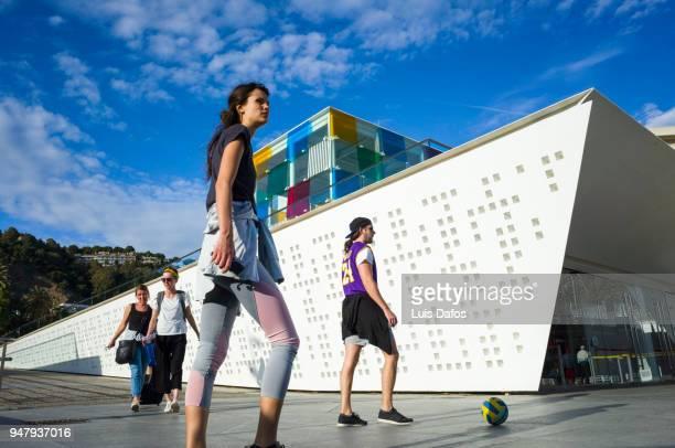 centre pompidou malaga street scene - capitais internacionais imagens e fotografias de stock