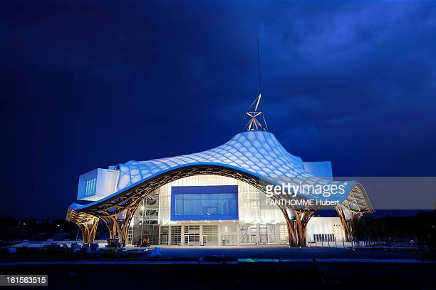 Centre Pompidou-Metz. May 12, 2010 opening of the Centre Pompidou-Metz designed by architects Shigeru Ban and Jean de GASTINES: night view. A...
