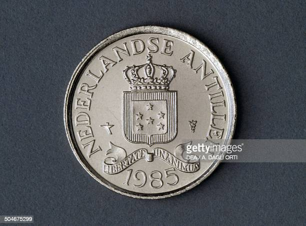 25 cents coin obverse coat of arms Netherlands Antilles 20th century