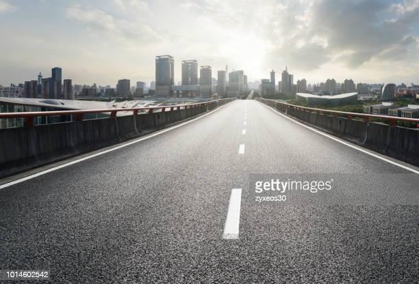 century avenue, pudong,shanghai,china - east asia, - vista de frente fotografías e imágenes de stock