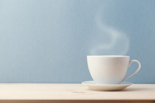 Ceramic cup with slight steam 879341004
