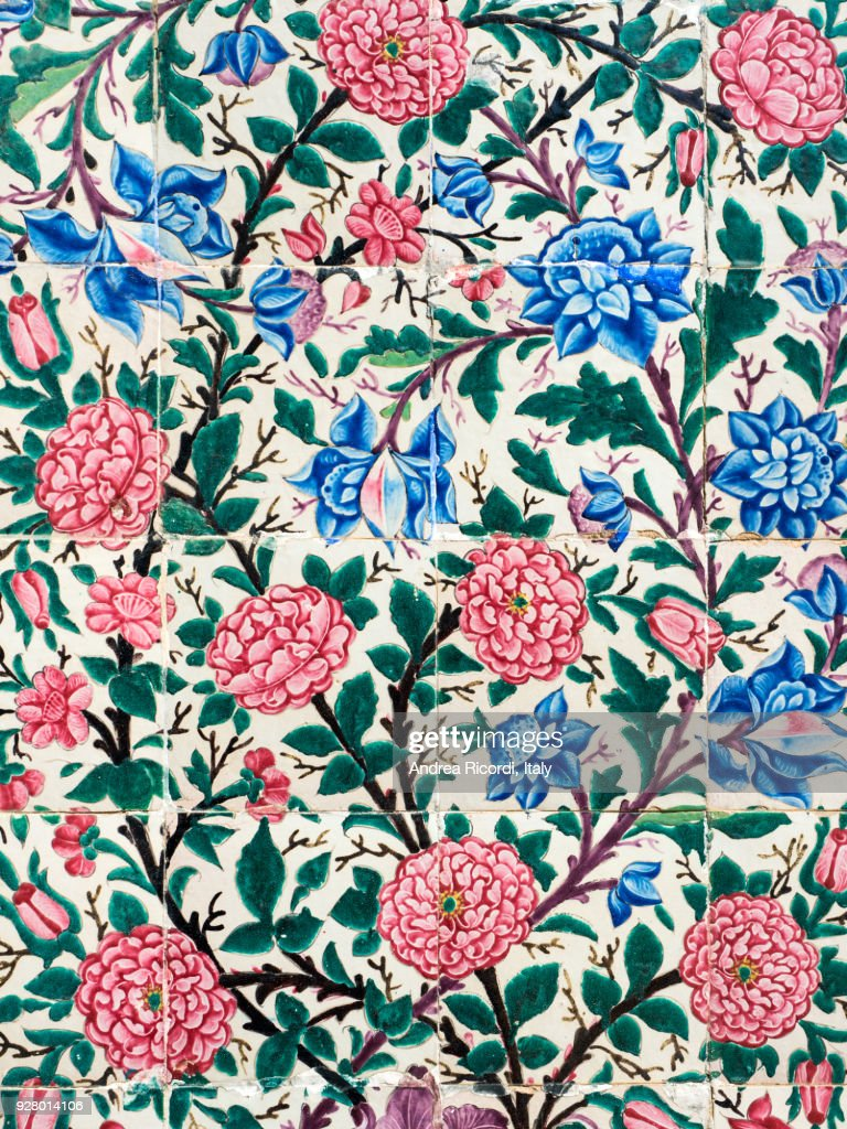 Ceramic tiles with flowers, Shiraz, Iran : Stock-Foto