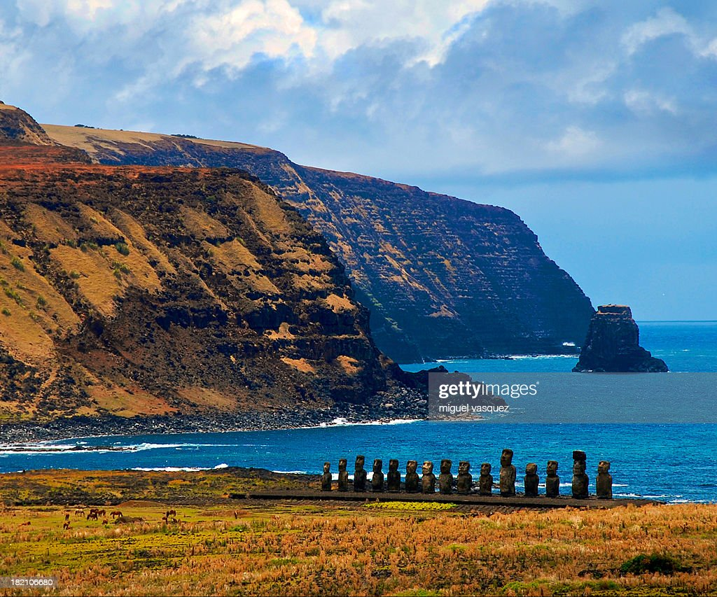 Ceremonial place with 15 moai : Stock Photo