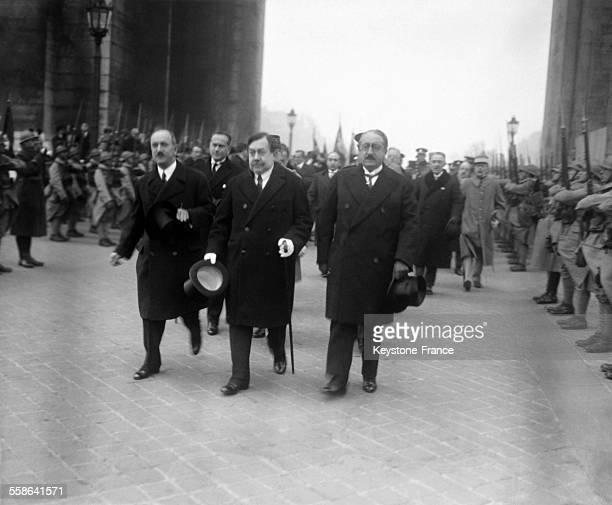Ceremonie au cours de laquelle le politicien tcheque Edvard Benes et Aristide Briand Ministre des Affaires Etrangeres remettent la Croix de Guerre...