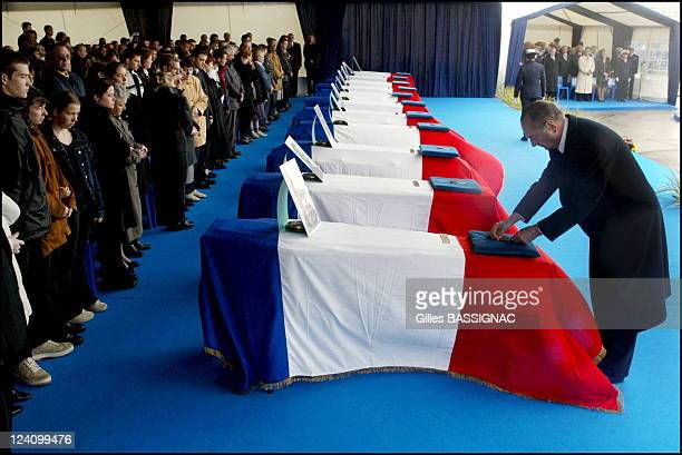 Ceremony in memory of the victims of the May 8 attack in Karachi in Cherbourg France on May 13 2002 The president presents the 11 victims with the...