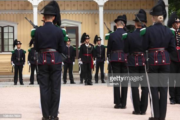 oslo, ノルウェーの王宮の衛兵の式 - 近衛兵 ストックフォトと画像