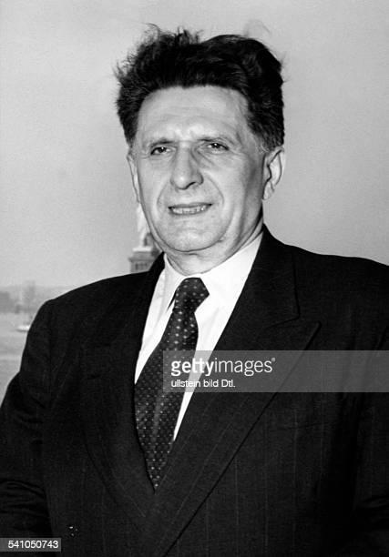 Cerny Josef *18851972Drjur Politiker CS als Flüchtling nach dem kommunistischenUmsturz in der Tschechoslowakei bei der Ankunft in den...