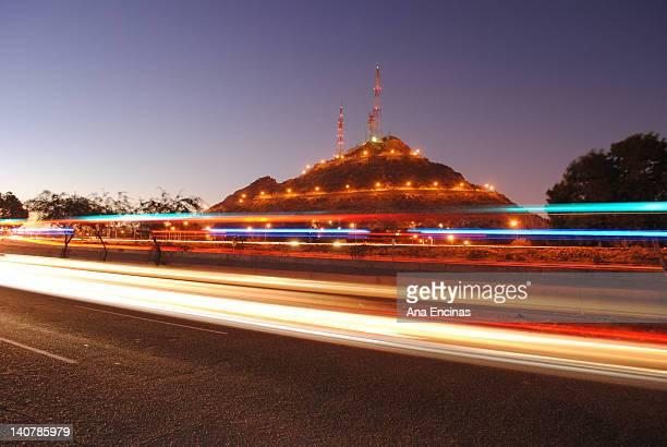 cerro de la campana at night - hermosillo fotografías e imágenes de stock