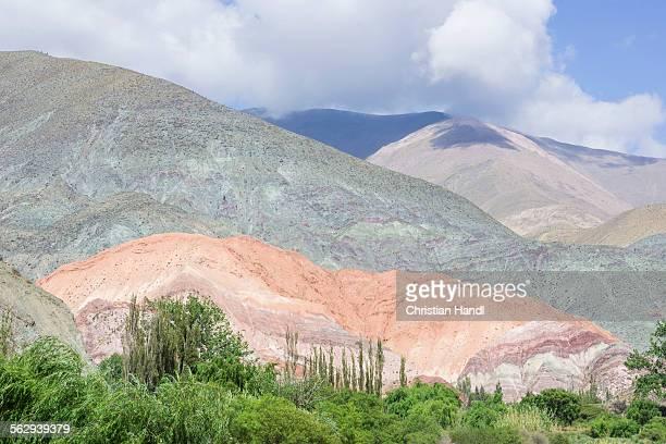 cerro de los siete colores or hill of seven colors, jujuy province, argentina - cerro de los siete colores foto e immagini stock