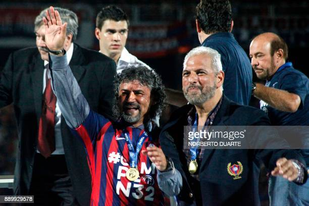 Cerro Porteno's coach Leonel Alvarez celebrates after winning the 2017 Paraguayan Clausura championship 32 against Sol De America on December 10 2017...