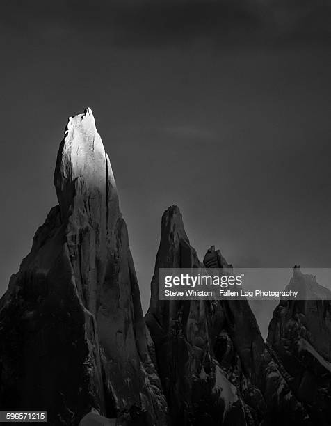 cerro torre at sunrise - cerro torre stock-fotos und bilder