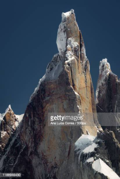 cerro torre mountain peak, patagonia - cerro torre photos et images de collection