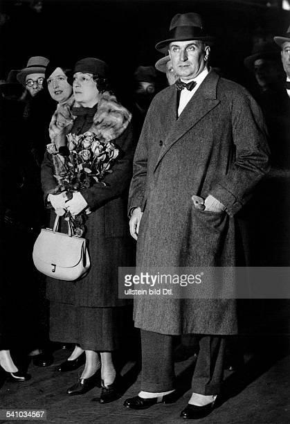 Cerruti Vittoro *25051881Jurist und Diplomat I mit seiner Ehefrau Elisabetta bei derAnkunft auf dem Anhalter Bahnhof