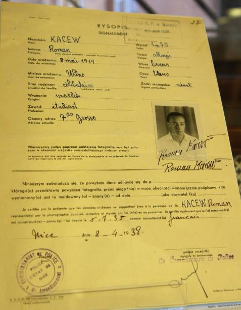 A certificate of residency in French and Polish for Lithuanian-born ...