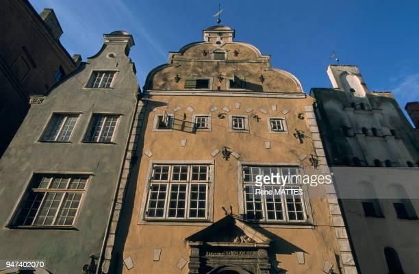 Ces maisons datées du XVème XVIIème et XVIIIème siècles figurent parmi les plus anciennes de Riga Elles sont situées aux n°17 19 et 21 de la rue Maza...