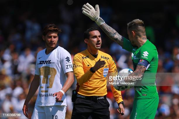 Cesar Arturo Ramos argues with Alfredo Saldivar of Pumas during the seventh round match between Pumas UNAM and America as part of the Torneo Clausura...