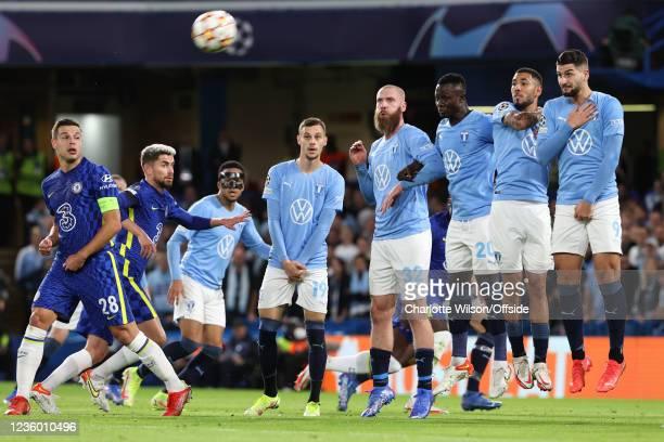 Cesar Azpilicueta and Jorginho of Chelsea look up for the ball as Velijko Birmancevic, Jo Inge Berget, Bonke Innocent, Sergio Pena and Antonio Colak...