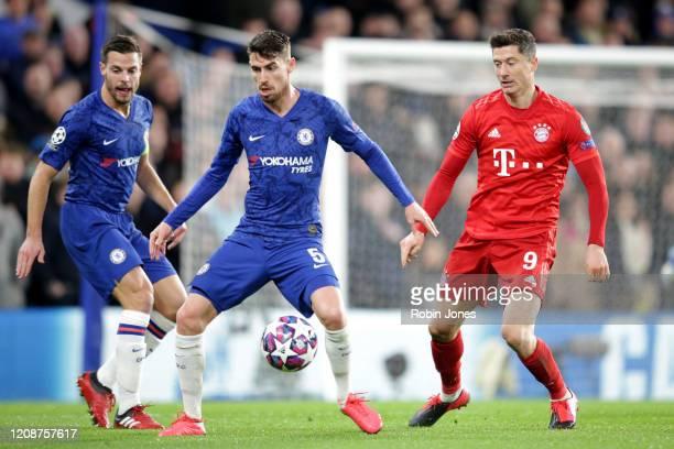 Cesar Azpilicueta and Jorginho of Chelsea with Robert Lewandowski of Bayern Munich during the UEFA Champions League round of 16 first leg match...