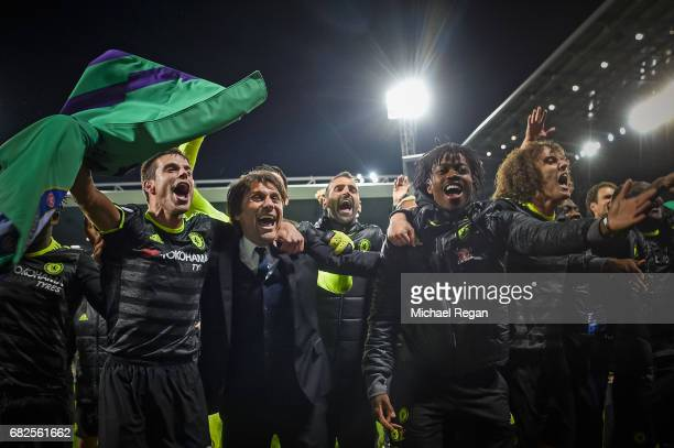 Cesar Azpilicueta manager Antonio Conte Nathaniel Chalobah and David Luis of Chelsea celebrate winning the league after the Premier League match...