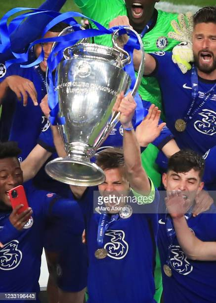 Cesar Azpilicueta of Chelsea lifts the Champions League Trophy during the UEFA Champions League Final between Manchester City and Chelsea FC at...