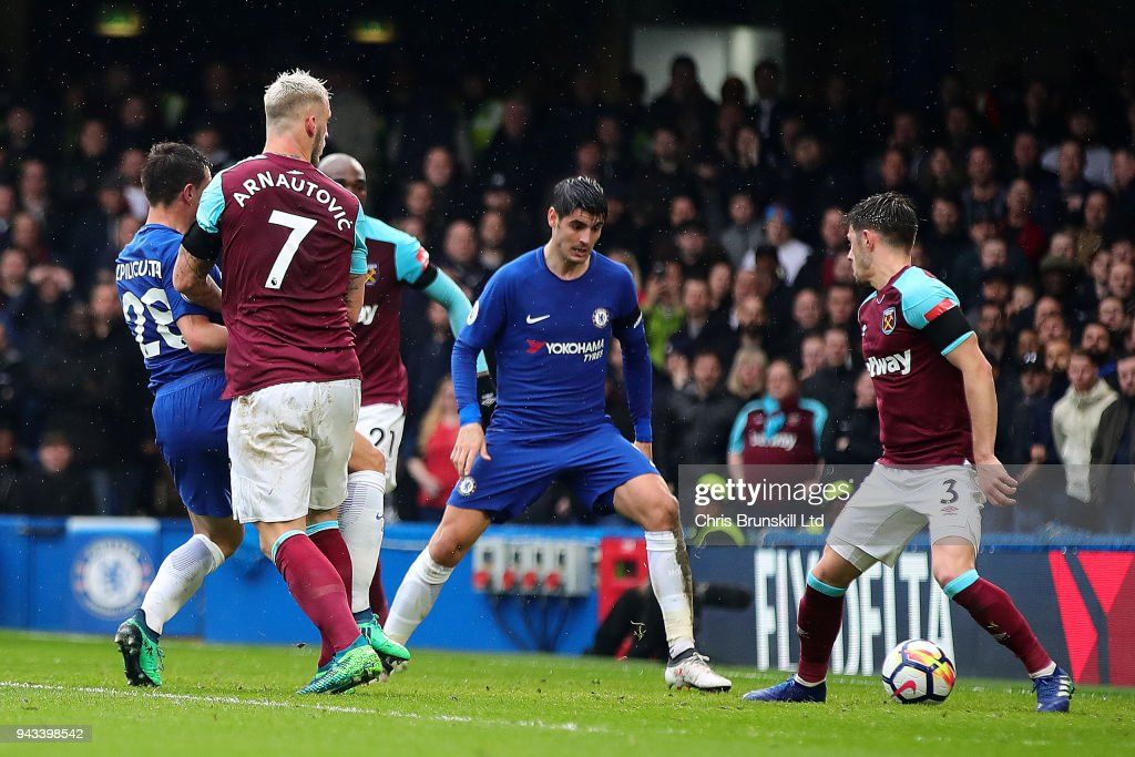 Cesar Azpilicueta of Chelsea scores the opening goal during the Premier League match between Chelsea and West Ham United at Stamford Bridge on April 8, 2018 in London, England.