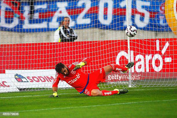 Cesar Cortes of Palestino scores past Johnny Herrera goalkeeper of U de Chile during a match between U de Chile and Palestino as part of fifth round...